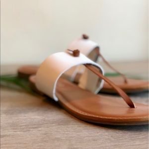 RAMPAGE White Banded Thong Sandals